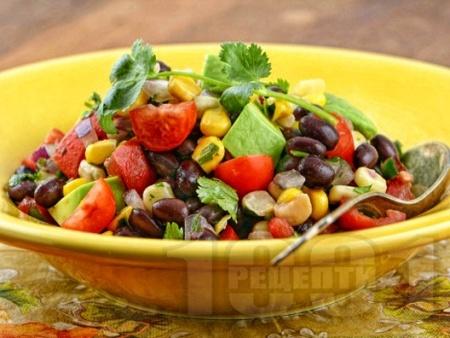 Бобена салата с чери домати, царевица и авокадо - снимка на рецептата